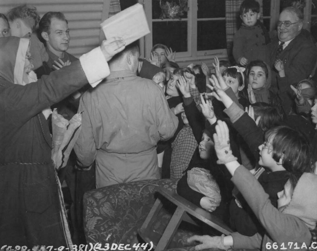 381st Bomb Group Christmas Party (Ridgewell - 1944)