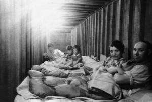 St Giles' St 68 caretaker air raid shelter [3448] 1940-07-08